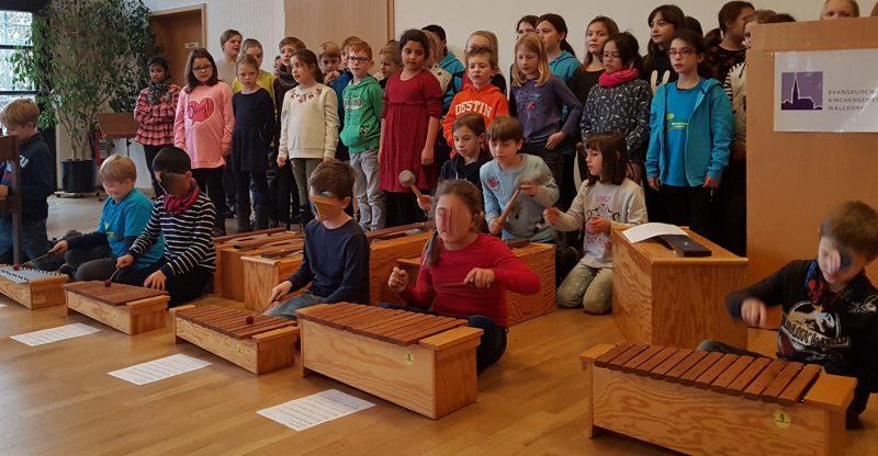 Adventsfeier im evangelischen Gemeindesaal Bild 2 Internet